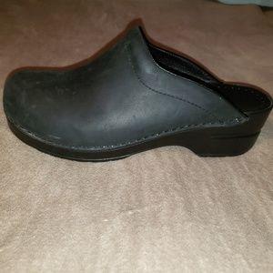 Dansko size 38 black clogs